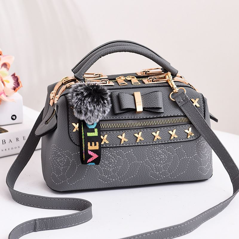 B0007 JKT IDR.183.000 MATERIAL PU SIZE L25.5XH14XW13CM WEIGHT 650GR COLOR GRAY
