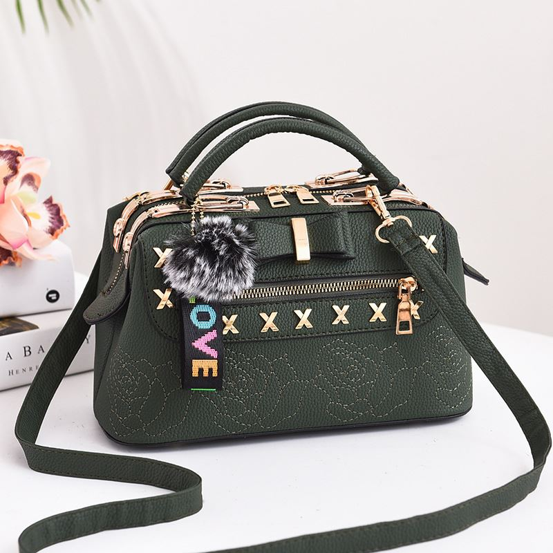 B0007 JKT IDR.183.000 MATERIAL PU SIZE L25.5XH14XW13CM WEIGHT 650GR COLOR GREEN