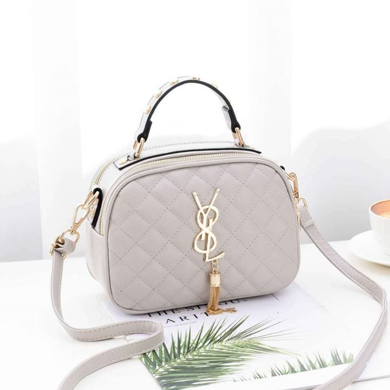 B0022 IDR.162.000 MATERIAL PU SIZE L21XH15.5XW10CM WEIGHT 500GR COLOR BEIGE