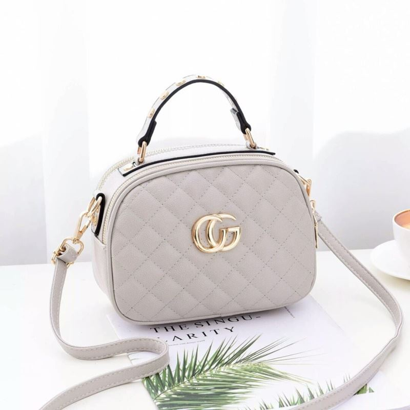 B0023 JKT IDR.162.000 MATERIAL PU SIZE L21.5XH16.5XW11CM WEIGHT 550GR COLOR BEIGE