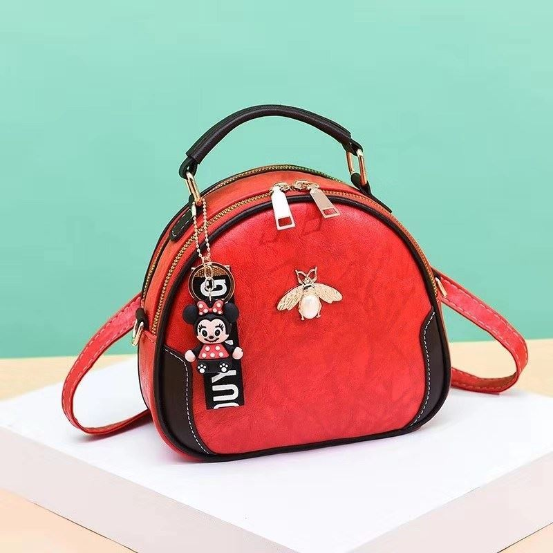 B0025 JKT IDR.150.000 MATERIAL PU SIZE L20.5XH19XW10.5CM WEIGHT 550GR COLOR RED