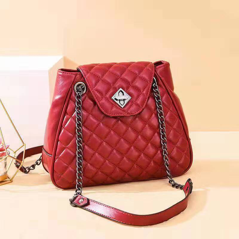 B0078 JKT IDR.184.000 MATERIAL PU SIZE L25XH22XW8CM WEIGHT 550GR COLOR RED