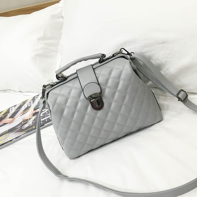 B010 IDR.188.000 MATERIAL PU SIZE L27XH21XW12CM WEIGHT 700GR COLOR GRAY