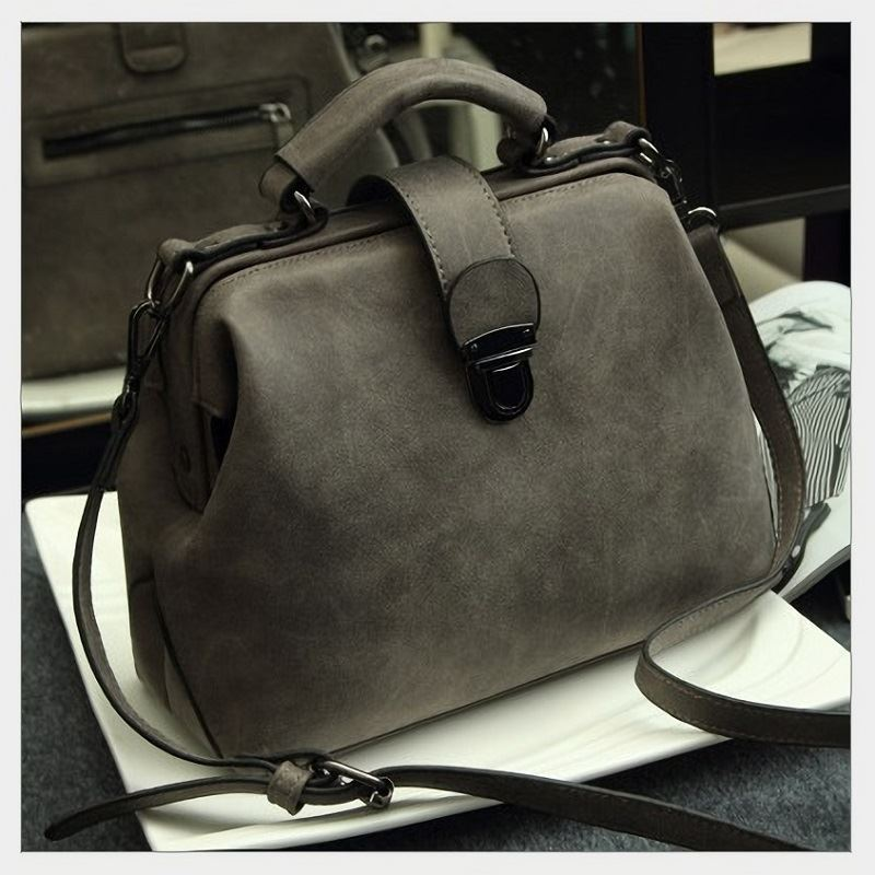 B010A JKT IDR.188.000 MATERIAL PU SIZE L27XH21XW12CM WEIGHT 700GR COLOR GRAY