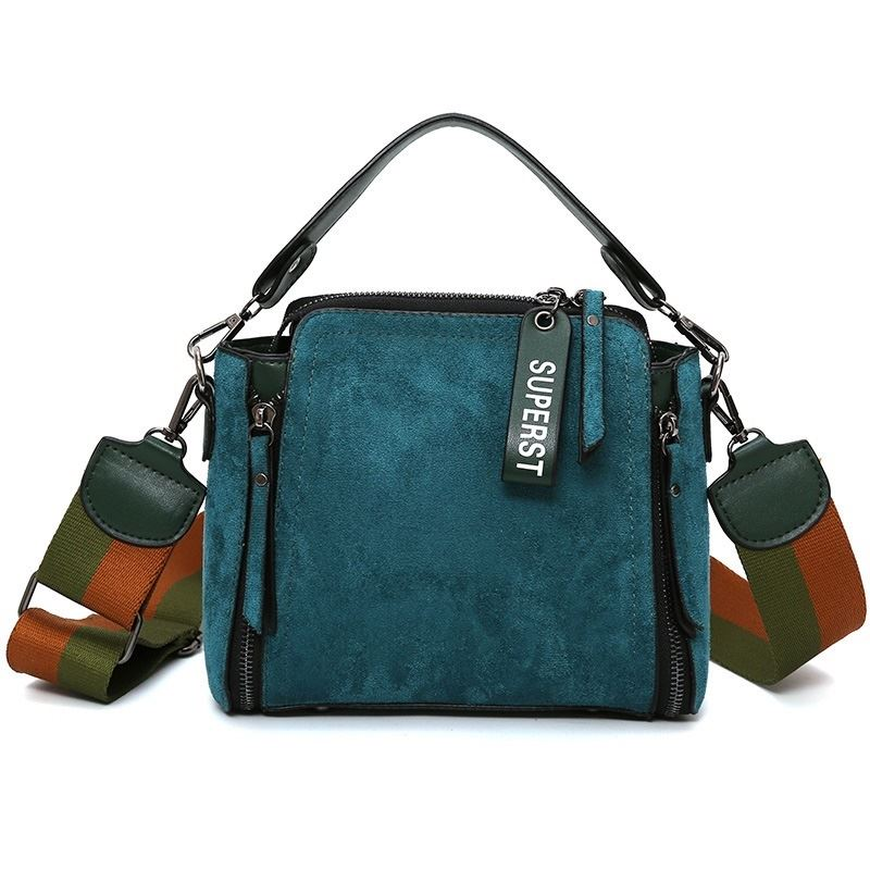B0115 JKT IDR.173.000 MATERIAL PU SIZE L23XH20XW8CM WEIGHT 600GR COLOR GREEN