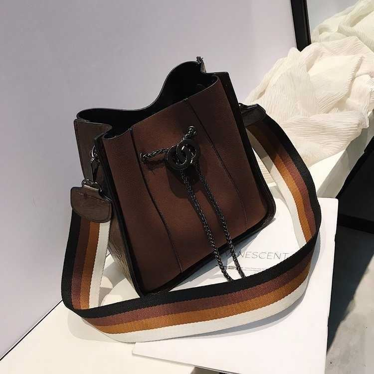 B0159 JKT IDR.196.000 MATERIAL PU SIZE L22XH23XW11.5CM WEIGHT 650GR COLOR DARKBROWN