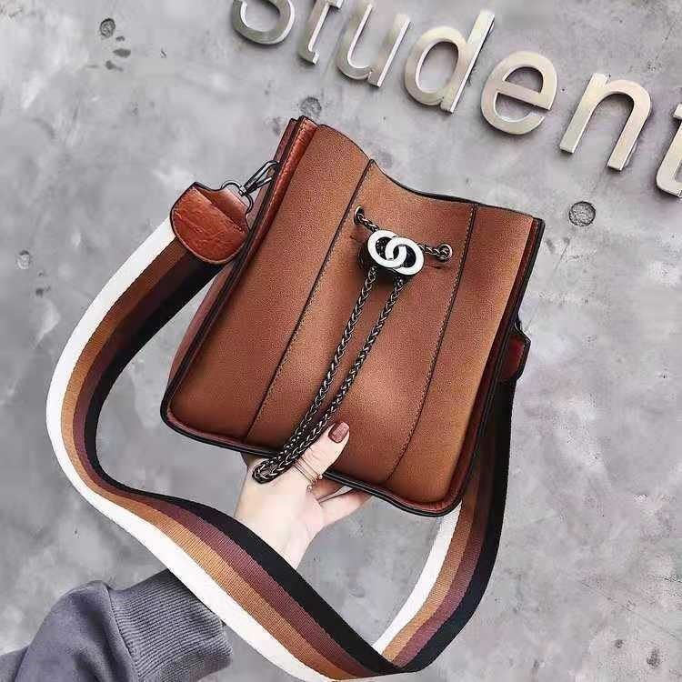 B0159 JKT IDR.196.000 MATERIAL PU SIZE L22XH23XW11.5CM WEIGHT 650GR COLOR LIGHTBROWN