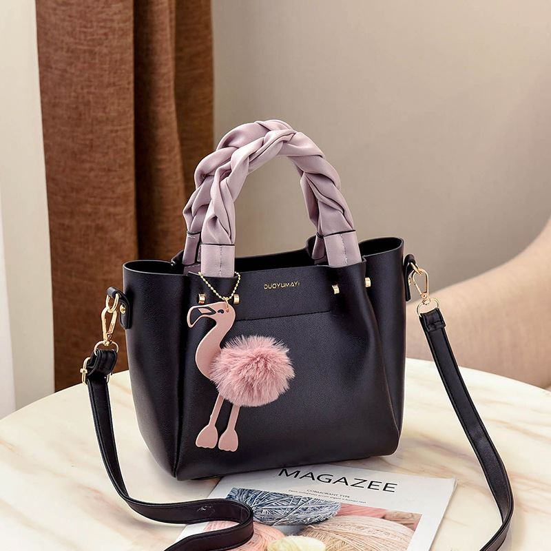 B0197 JKT IDR.177.000 MATERIAL PU SIZE L23XH20XW12CM WEIGHT 750GR COLOR BLACK