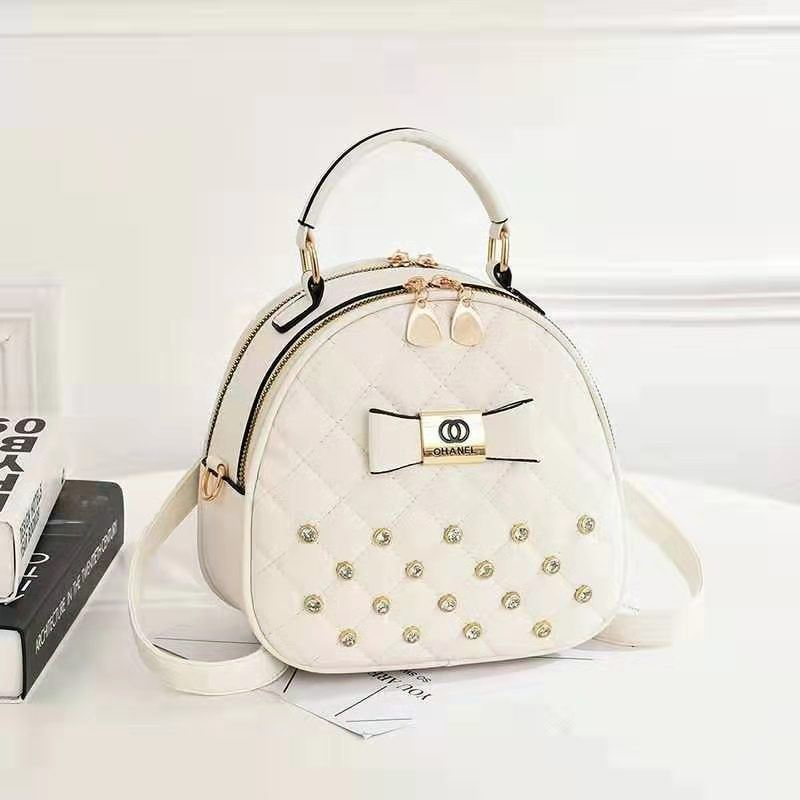 B0219 JKT IDR.168.000 MATERIAL PU SIZE L22XH19.5XW11CM WEIGHT 650GR COLOR WHITE