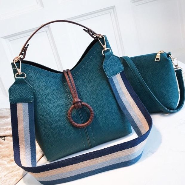 B02959 (2IN1) JKT IDR.192.000 MATERIAL PU SIZE L23XH25XW11CM WEIGHT 750GR COLOR BLUE