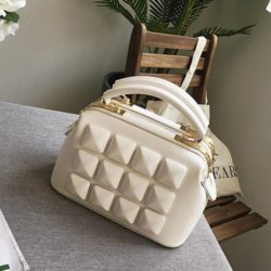 B033 IDR.178.000 MATERIAL PU SIZE L23XH17XW12CM WEIGHT 750GR COLOR WHITE