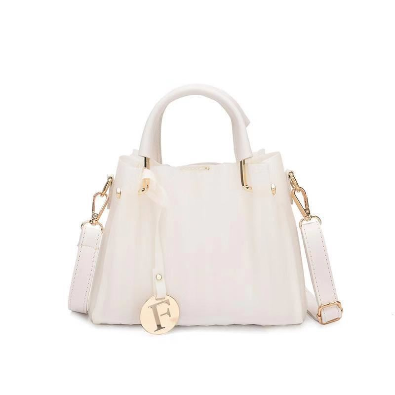 B05741 JKT 2IN1 IDR.152.000 MATERIAL PU SIZE L21XH14XW10CM WEIGHT 550GR COLOR BEIGE