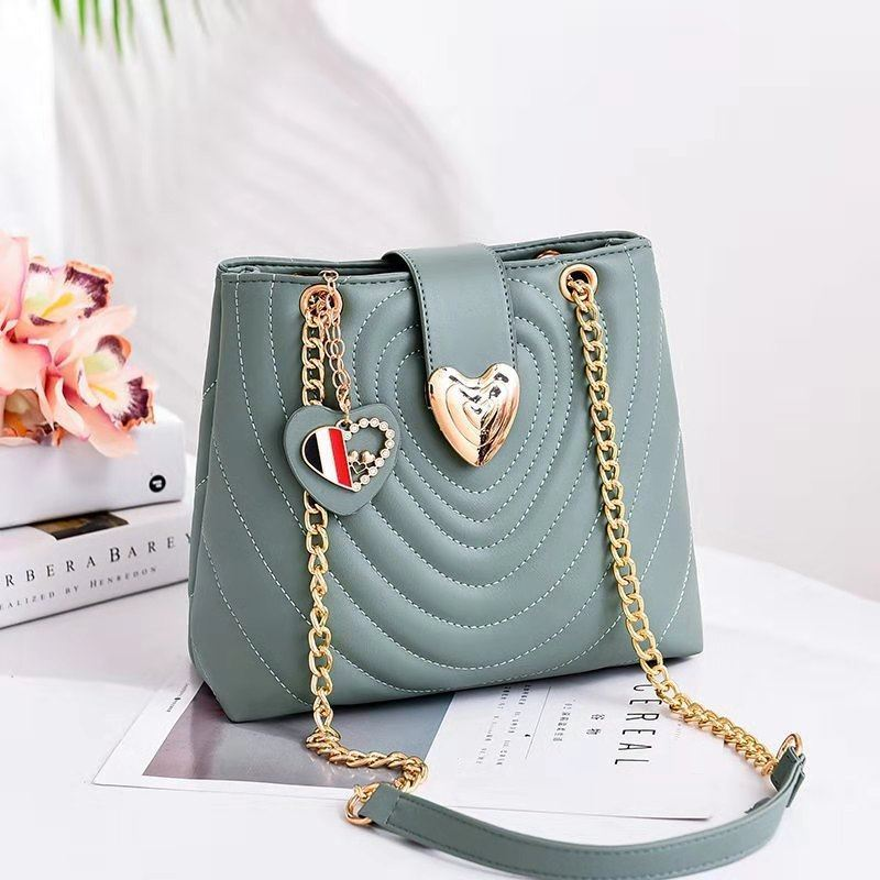 B0808 JKT IDR.166.000 MATERIAL PU SIZE L24.5XH22XW11.5CM WEIGHT 600GR COLOR GREEN
