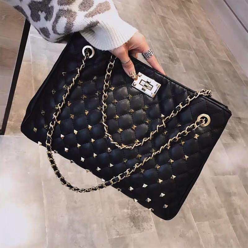 B08521 JKT IDR.187.000 MATERIAL PU SIZE L35XH25XW13CM WEIGHT 750GR COLOR BLACK