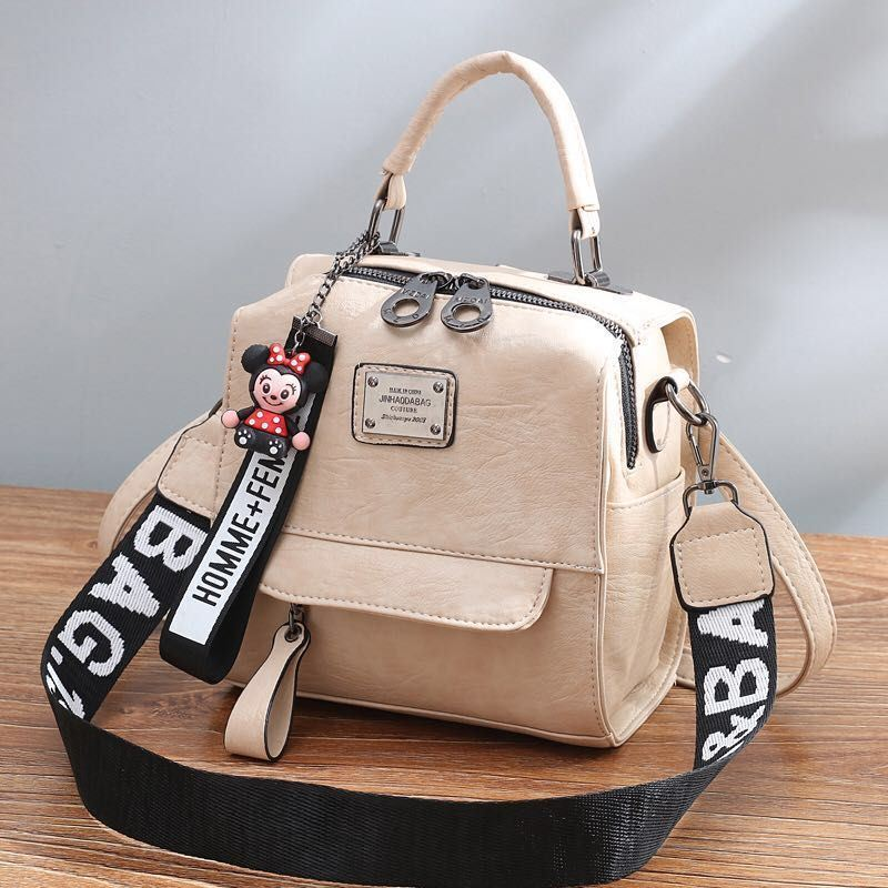 B1035 JKT IDR.172.000 MATERIAL PU SIZE L19XH20.5XW12CM WEIGHT 650GR COLOR BEIGE