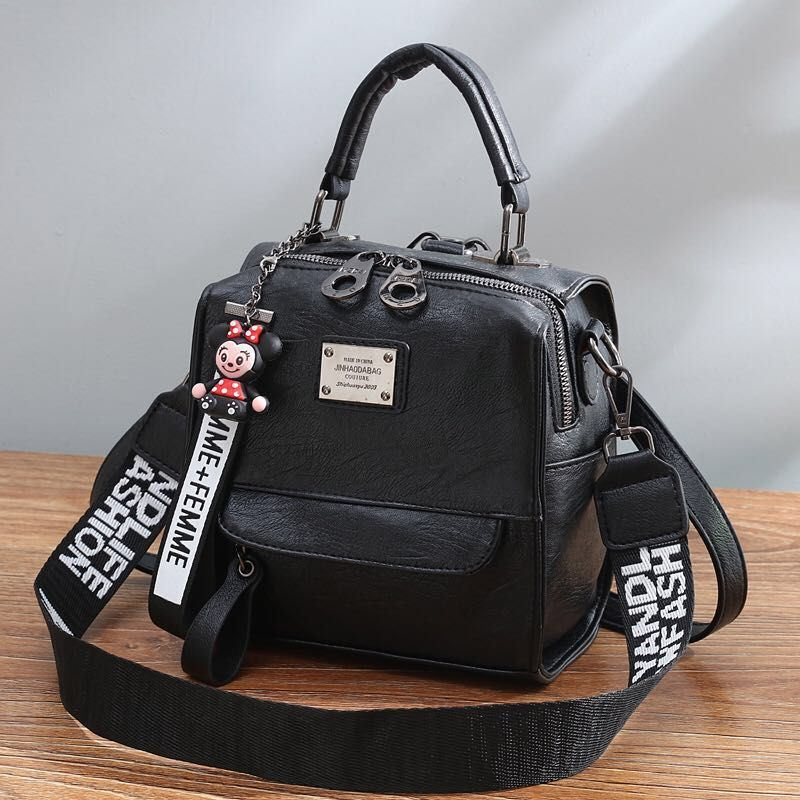 B1035 JKT IDR.172.000 MATERIAL PU SIZE L19XH20.5XW12CM WEIGHT 650GR COLOR BLACK