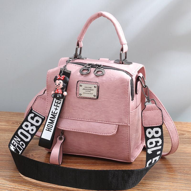 B1035 JKT IDR.172.000 MATERIAL PU SIZE L19XH20.5XW12CM WEIGHT 650GR COLOR PINK
