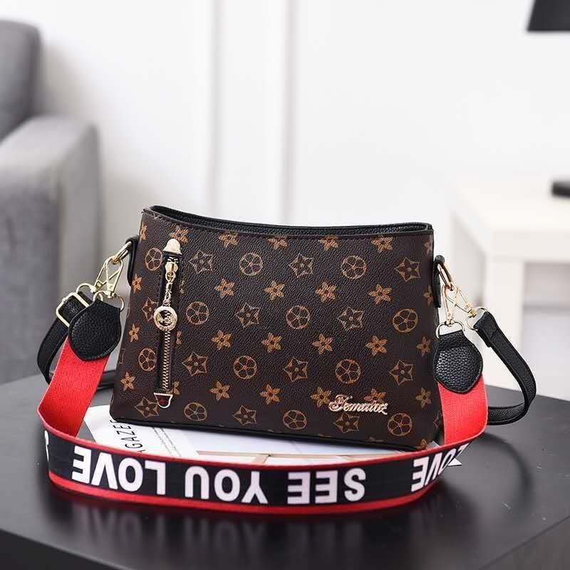 B1243 IDR.162.000 MATERIAL PU SIZE L26.5XH18XW9CM WEIGHT 600GR COLOR FLOWERBLACK