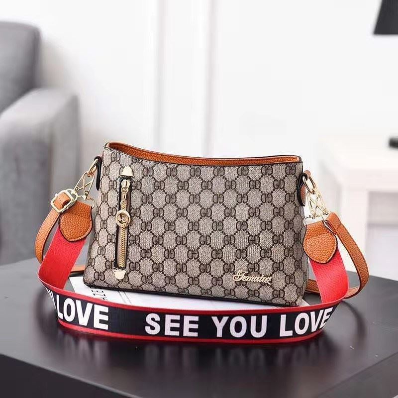 B1243 IDR.162.000 MATERIAL PU SIZE L26.5XH18XW9CM WEIGHT 600GR COLOR GDBROWN