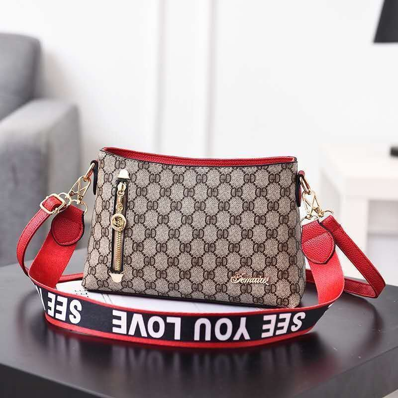 B1243 IDR.162.000 MATERIAL PU SIZE L26.5XH18XW9CM WEIGHT 600GR COLOR GDRED