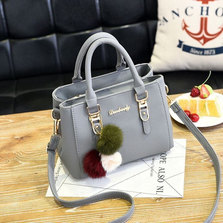 B1248 JKT IDR.173.000 MATERIAL PU SIZE L25XH18XW14CM WEIGHT 650GR COLOR LIGHTGRAY