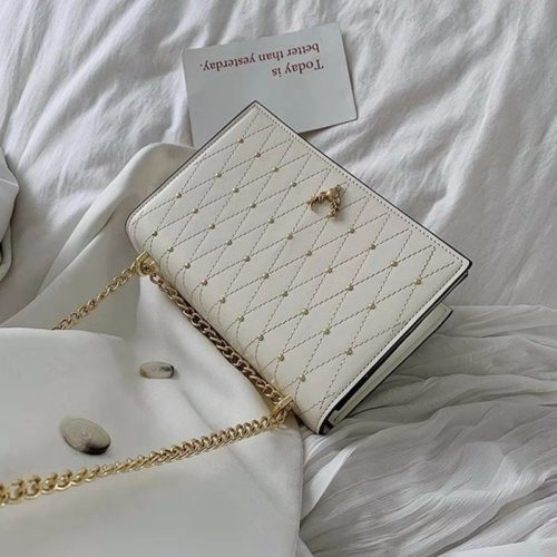 B125492 IDR.143.000 MATERIAL PU SIZE L21.5XH15XW7CM WEIGHT 600GR COLOR WHITE
