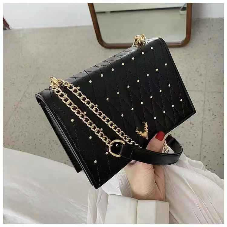 B125492 JKT IDR.173.000 MATERIAL PU SIZE L21.5XH15XW7CM WEIGHT 600GR COLOR BLACK