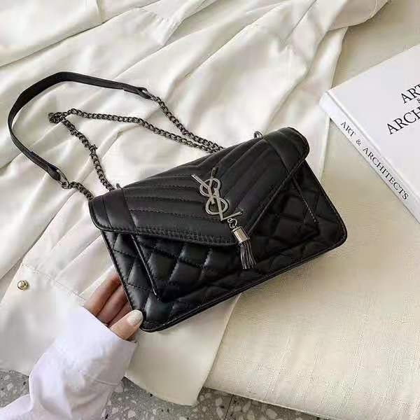B134340 IDR.144.000 MATERIAL PU SIZE L23.5XH15XW9CM WEIGHT 550GR COLOR BLACK