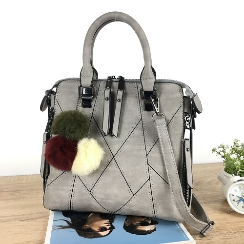 B1400 IDR.162.000 MATERIAL PU SIZE L25XH23XW11CM WEIGHT 800GR COLOR LIGHTGRAY