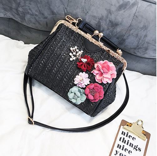 B1529 JKT IDR.200.000 MATERIAL STRAW SIZE L22XH18XW10CM WEIGHT 600GR COLOR BLACK