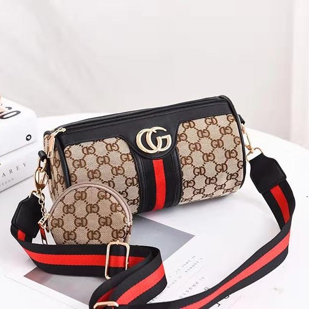 B161 (2IN1) JKT IDR.155.000 MATERIAL PU SIZE L24XH13XW13CM WEIGHT 350GR COLOR BLACKCG