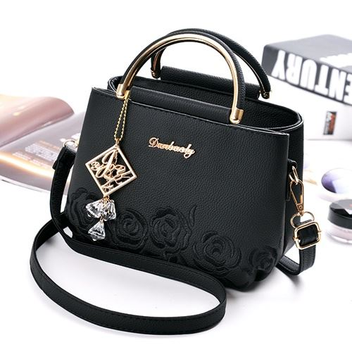 B16160 JKT IDR.165.000 MATERIAL PU SIZE L21XH17XW11CM WEIGHT 650GR COLOR BLACK