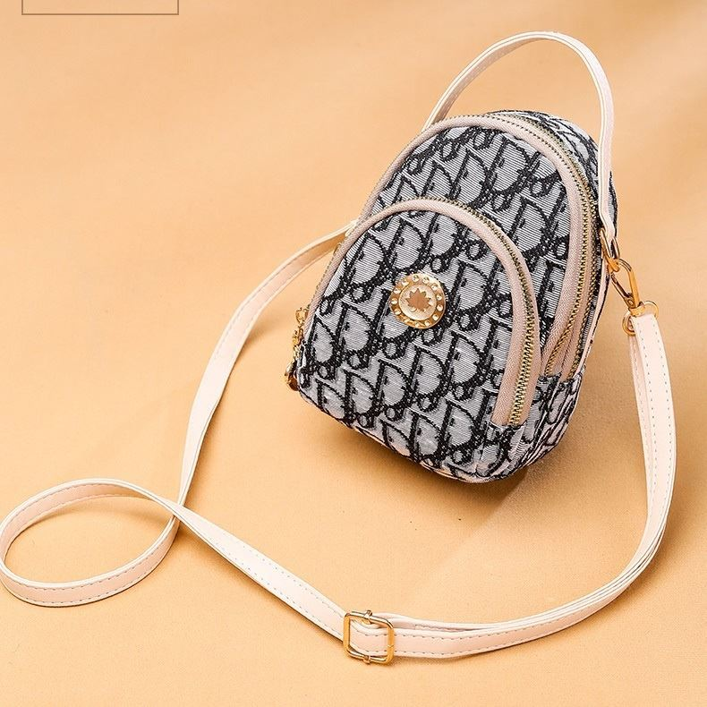 B1622 JKT IDR.158.000 MATERIAL WEAVING SIZE L11.5XH17.5XW9CM WEIGHT 300GR COLOR BEIGE