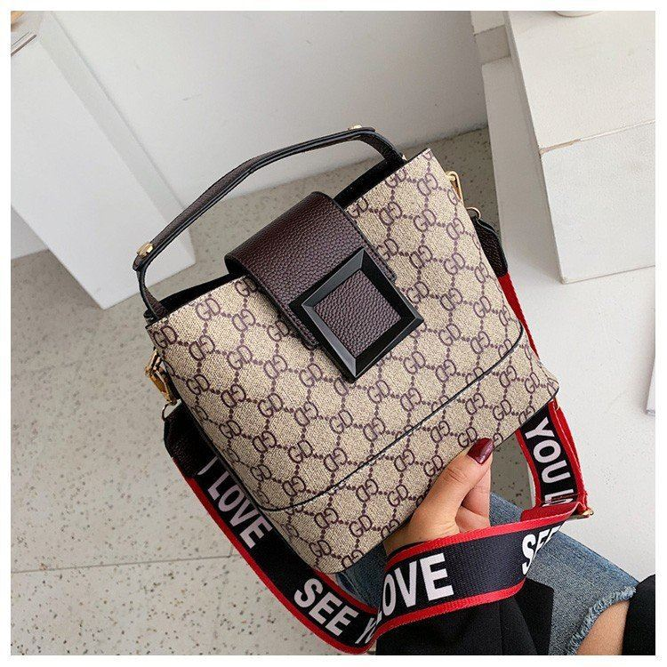 B17843 JKT IDR.169.000 MATERIAL PU SIZE L22XH18XW12CM WEIGHT 550GR COLOR COFFEE