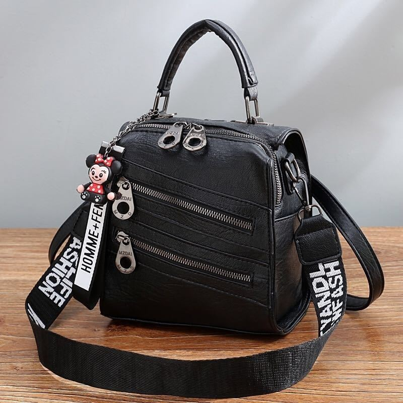 B1901 JKT IDR.172.000 MATERIAL PU SIZE L19.5XH20XW12CM WEIGHT 750GR COLOR BLACK
