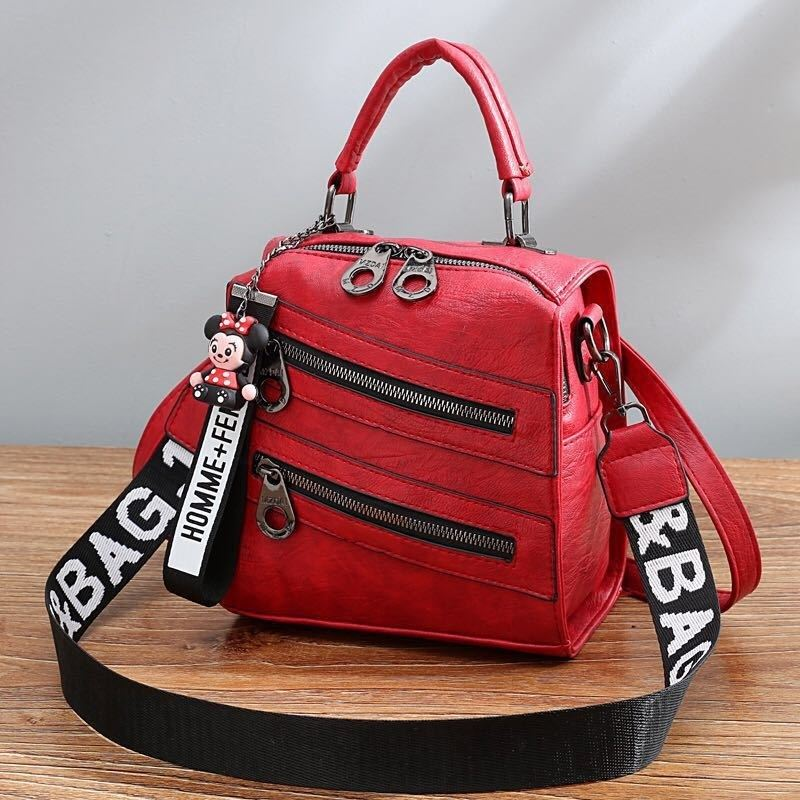 B1901 JKT IDR.172.000 MATERIAL PU SIZE L19.5XH20XW12CM WEIGHT 750GR COLOR RED