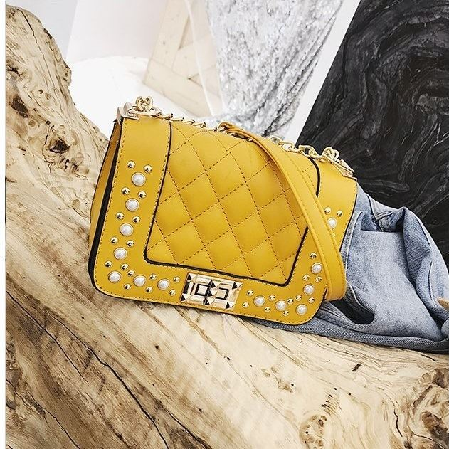 B1930 JKT IDR.151.000 MATERIAL PU SIZE L19.5XH13XW9CM WEIGHT 550GR COLOR YELLOW