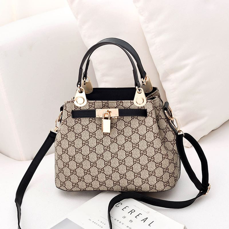 B1988 JKT IDR.182.000 MATERIAL PU+CANVAS SIZE L27XH19.5XW14CM WEIGHT 650GR COLOR BLACKGD
