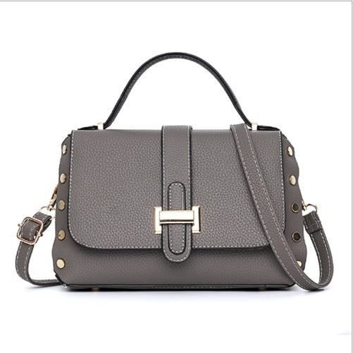 B22031 JKT IDR.165.000 MATERIAL PU SIZE L26XH16XW12CM WEIGHT 650GR COLOR DARKGRAY