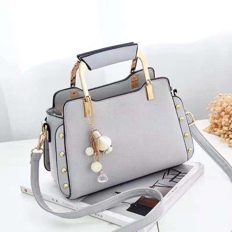B2222 JKT IDR.169.000 MATERIAL PU SIZE L24XH18XW12CM WEIGHT 700GR COLOR GRAY