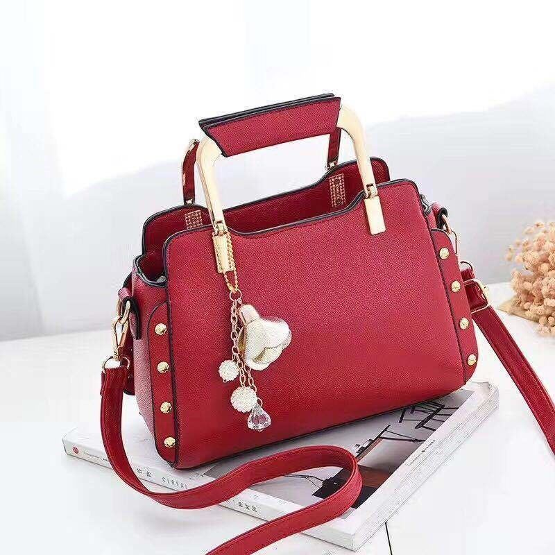 B2222 JKT IDR.169.000 MATERIAL PU SIZE L24XH18XW12CM WEIGHT 700GR COLOR RED