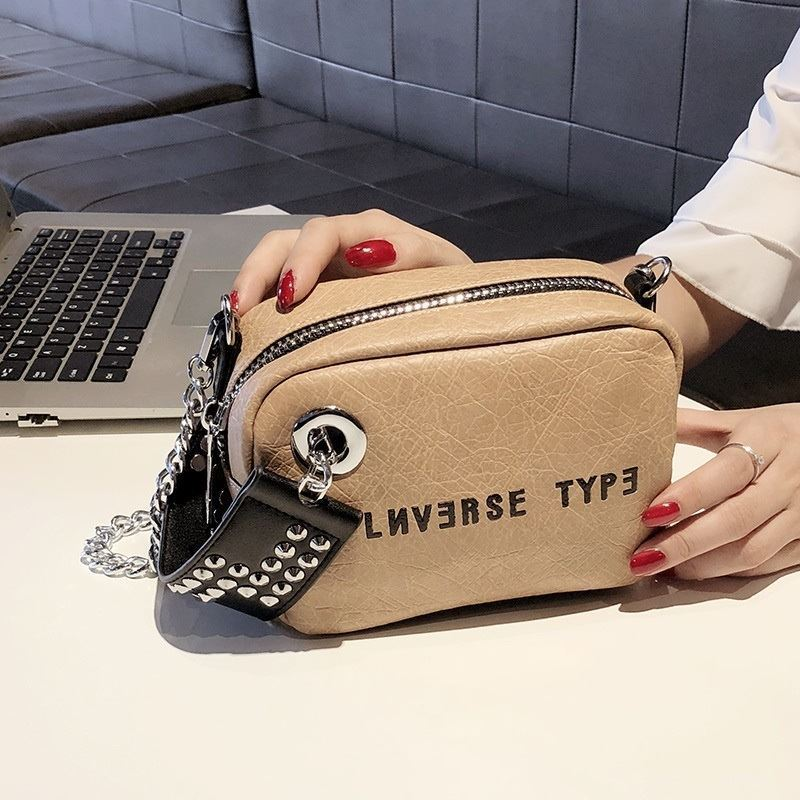 B230 JKT IDR.167.000 MATERIAL PU SIZE L18XH13XW8CM WEIGHT 500GR COLOR KHAKI