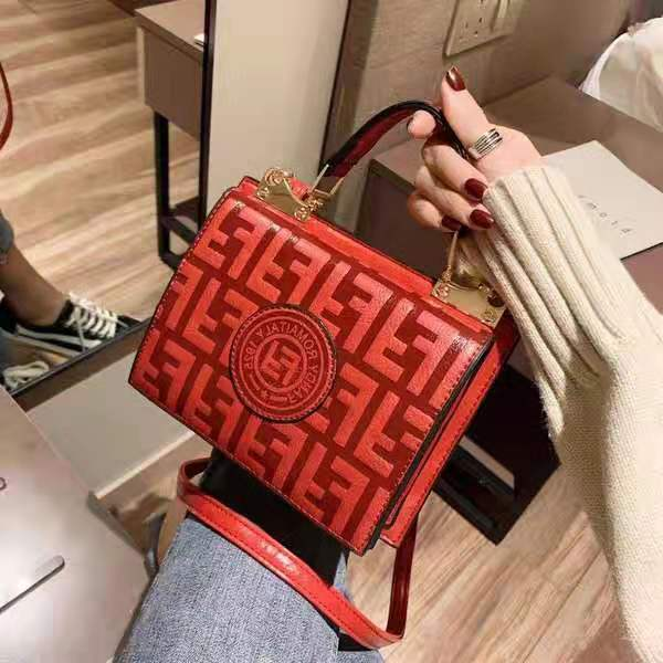 B25493 JKT IDR.159.000 MATERIAL PU SIZE L18.5XH15.5XW10CM WEIGHT 650GR COLOR RED
