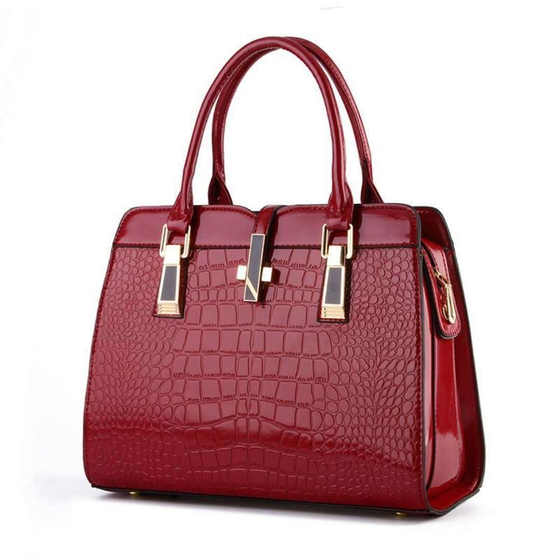 B2702 JKT IDR.197.000 MATERIAL PU SIZE L33XH25XW15CM WEIGHT 900GR COLOR WINE