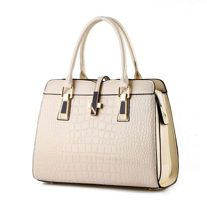 B2702 JKT IDR.202.000 MATERIAL PU SIZE L33XH25XW15CM WEIGHT 900GR COLOR BEIGE