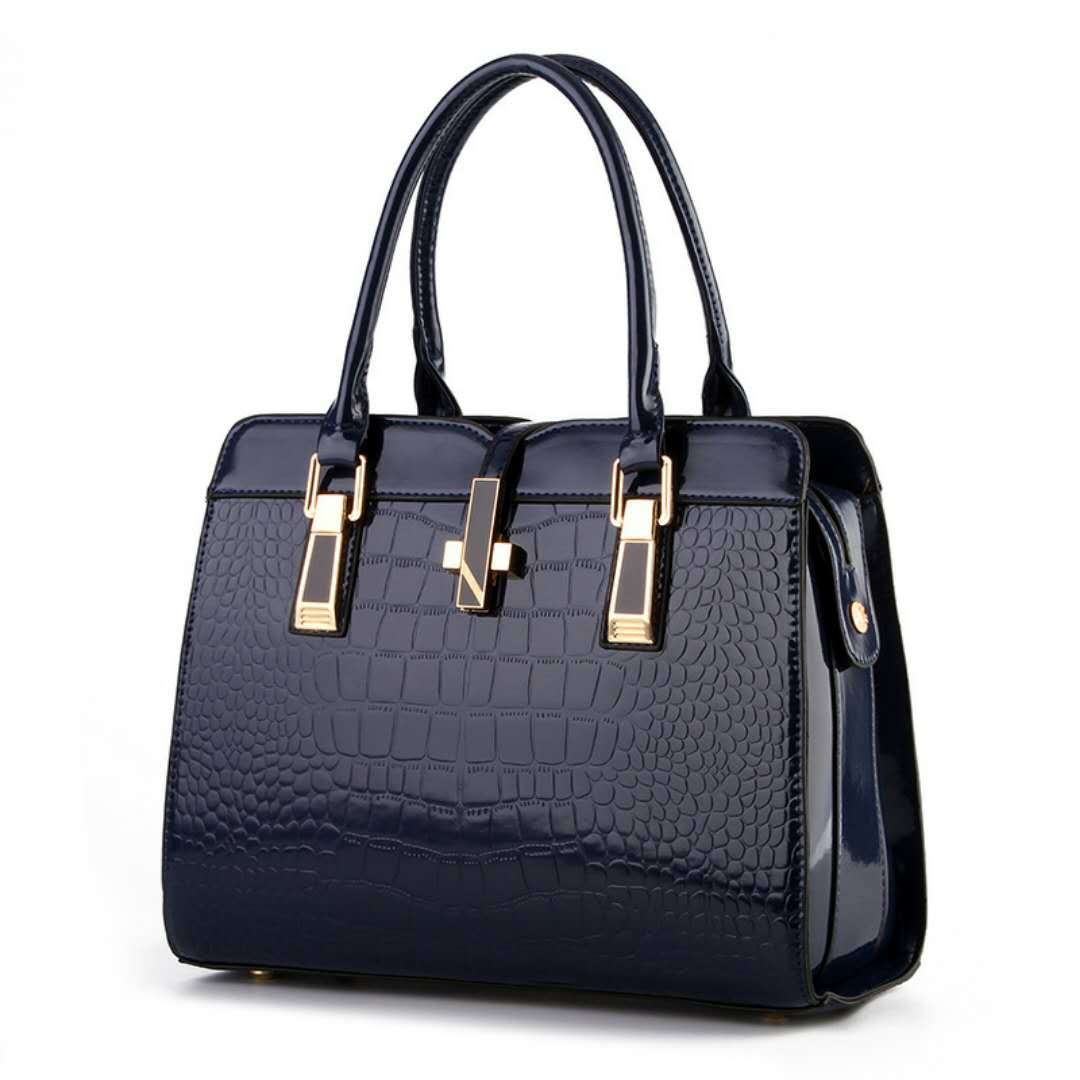 B2702 JKT IDR.202.000  MATERIAL PU SIZE L33XH25XW15CM WEIGHT 900GR COLOR BLUE