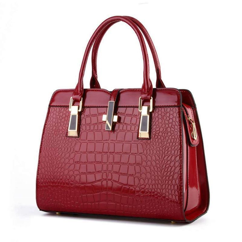 B2702 JKT IDR.202.000  MATERIAL PU SIZE L33XH25XW15CM WEIGHT 900GR COLOR WINE