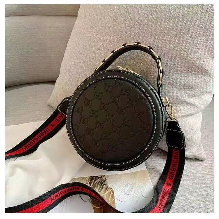 B313474 JKT IDR.171.000 MATERIAL PU SIZE L18.5XH18.5XW8CM WEIGHT 550GR COLOR BLACK
