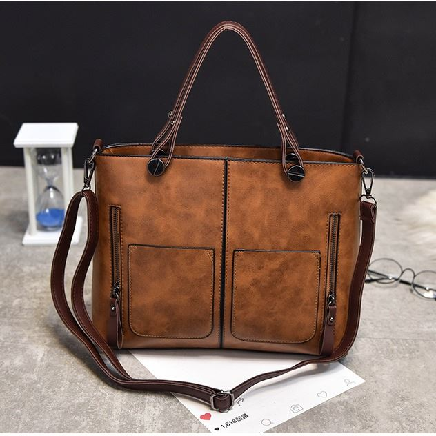 B335 JKT IDR.162.000 MATERIAL PU SIZE L31XH26XW12CM WEIGHT 650GR COLOR BROWN
