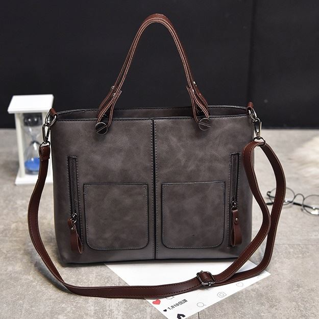 B335 JKT IDR.162.000 MATERIAL PU SIZE L31XH26XW12CM WEIGHT 650GR COLOR GRAY
